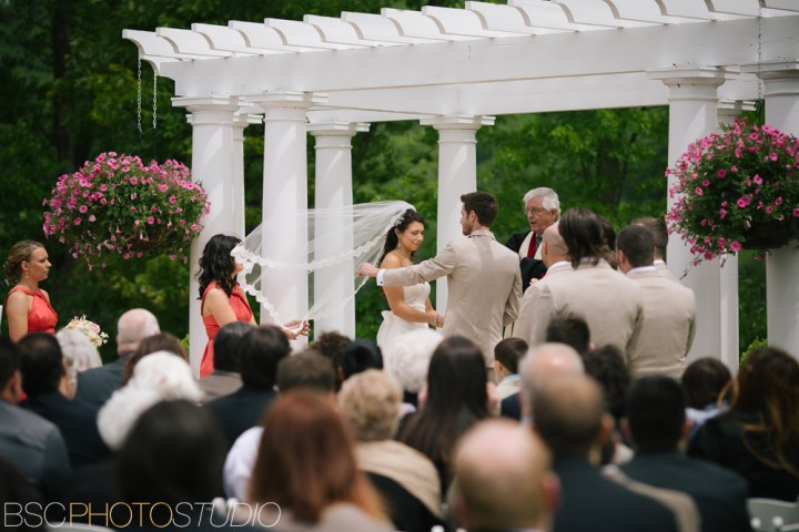 windy wedding ceremony CT wedding photography